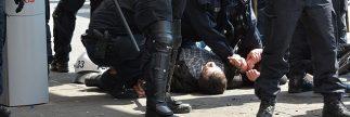למשך שניות בודדות סרב להזדהות והואשם כי הפריע לשוטר בעת מילוי תפקידו